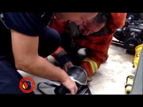 Reanimación de un cachorro tras un incendio de vivienda en Sagunt