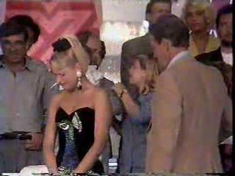 Xuxa vira a cara para o pai no �ltimo Xou da Xuxa 1992