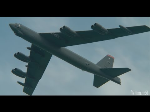 Singapore Airshow 2016 - USAF B-52H Stratofortress flyover