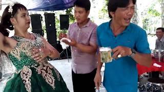đám cưới miền tây cực kỳ vui nhộn - xem là cười