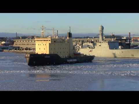 Thorbjørn bryder isen