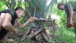 Survival skills: Build primitive fish trap from deep hole - Cooking delicious fish for eat