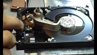 Head Replacement Tool for Seagate Barracuda 7200.11 - Video