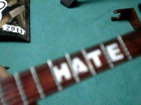 SlipKnoT miniature guitar Mick Thompson BC RICH Warlock unboxing