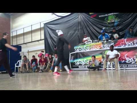 Bboy Conejo Colombia vs Bboy Josh Venezuela   Batalla del Norte 23 Ago 2015