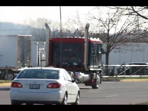 Trucks Leaving 2009 Mid American Trucking Show Part 2
