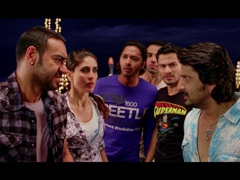 Tusshar Kapoor Strikes The Pool Ball On Kareena Kapoor - Golmaal...