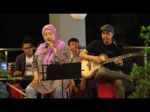 Ibu ibu nyanyi Prahara Cinta suaranya keren bgt (cover player by ameshagi)