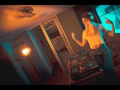 Natalia París mezclando en vivo  /  Las Tandas de La Mega