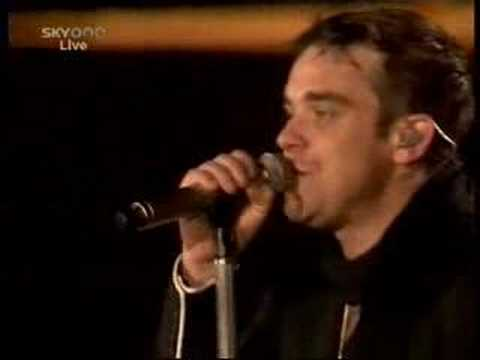 Robbie Williams falls on stage