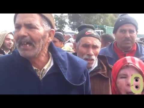 فيديو احتجاجات سكان ضواحي وزان بسبب منع عربات النقل السري