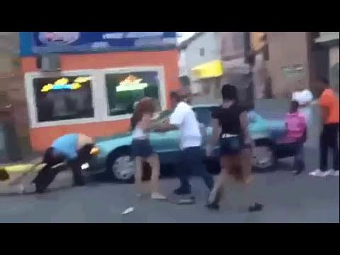 INCREIBLE 2 Mujeres peleando por un hombre hasta quedar sin rropa!! Que Tal!!