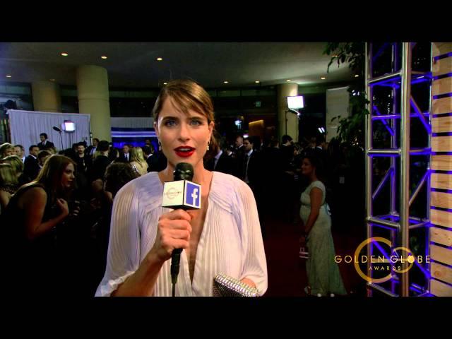 Amanda Peet Golden Globes 2015 Red Carpet Facebook Interview