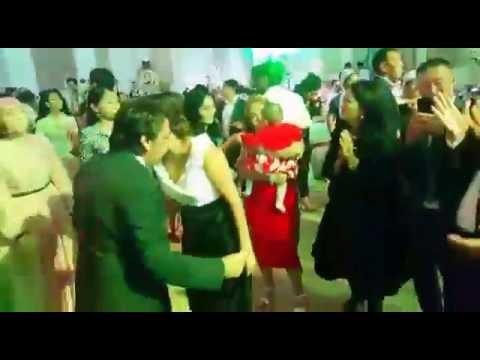 Мейрамбек Беспаев танцует в свадьбе