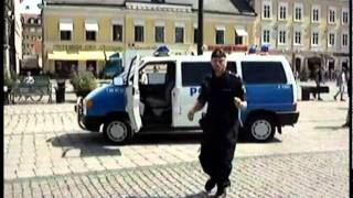 Un Policier Suédois Dance Le Mbalax En Pleine Rue