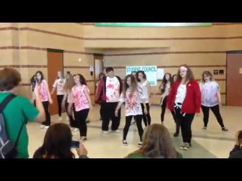 """""""Thriller"""" flash mob at Mabank High School"""