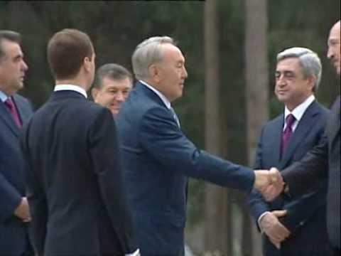 Назарбаев потешается над бантом Лукашенко