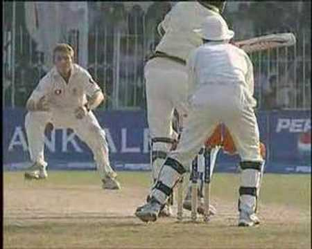 Ian Bell's Maiden Test Wicket