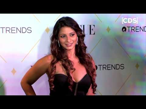 Tanisha Mukherjee Hot Cleavage Show At VOGUE Beauty Awards 2017 thumbnail
