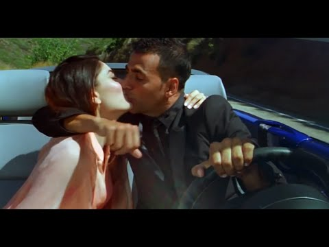Kareena Kapoor Hot Kiss With Akshay Kumar video