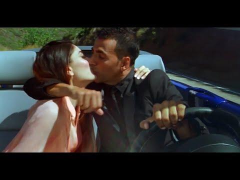 Kareena Kapoor hot kiss with Akshay Kumar - Kambakkht Ishq