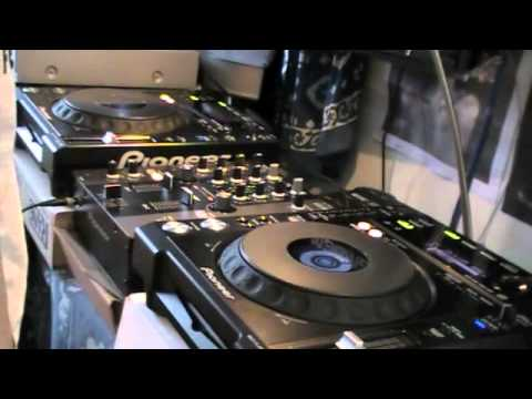 MbOss Live Dubstep mix using Pioneer CDJ 850 k 's and Pioneer DJM-250-K