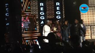 2019 VGMAs: Stonebwoy pulls gun on stage