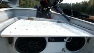 как установить магнитолу в лодку