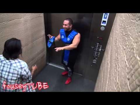 Mortal Kombat no elevador - Pegadinha viral