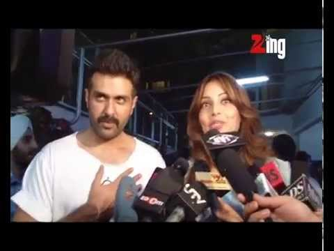Bipasha Basu at screening of her new BF - Harman Baweja's film Dishkiyaoon