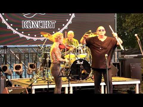 """MINI - Játék-rock ('50 év Rock"""" koncert a Várkert Bazár Öntőház   udvarán)"""