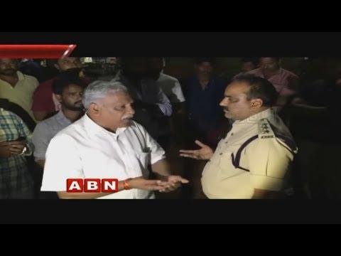 High Tension in Vijayawada | కాకాని వెంకటరత్నం విగ్రహం తొలగింపుఫై ఆందోళన