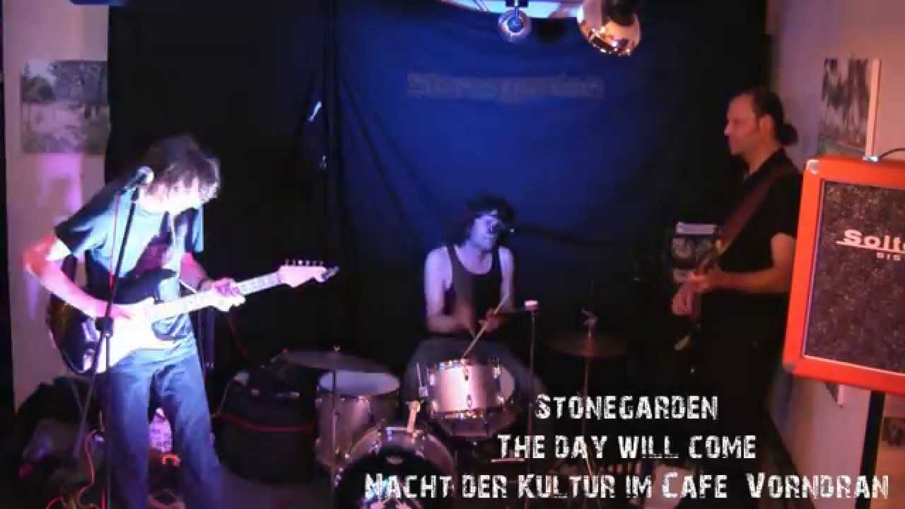 """This clip was recorded in Café Vorndran at the """"Nacht der Kultur"""" on 26.09.2015 in Schweinfurt. The song is called """"The day will come"""" and is about the pract..."""