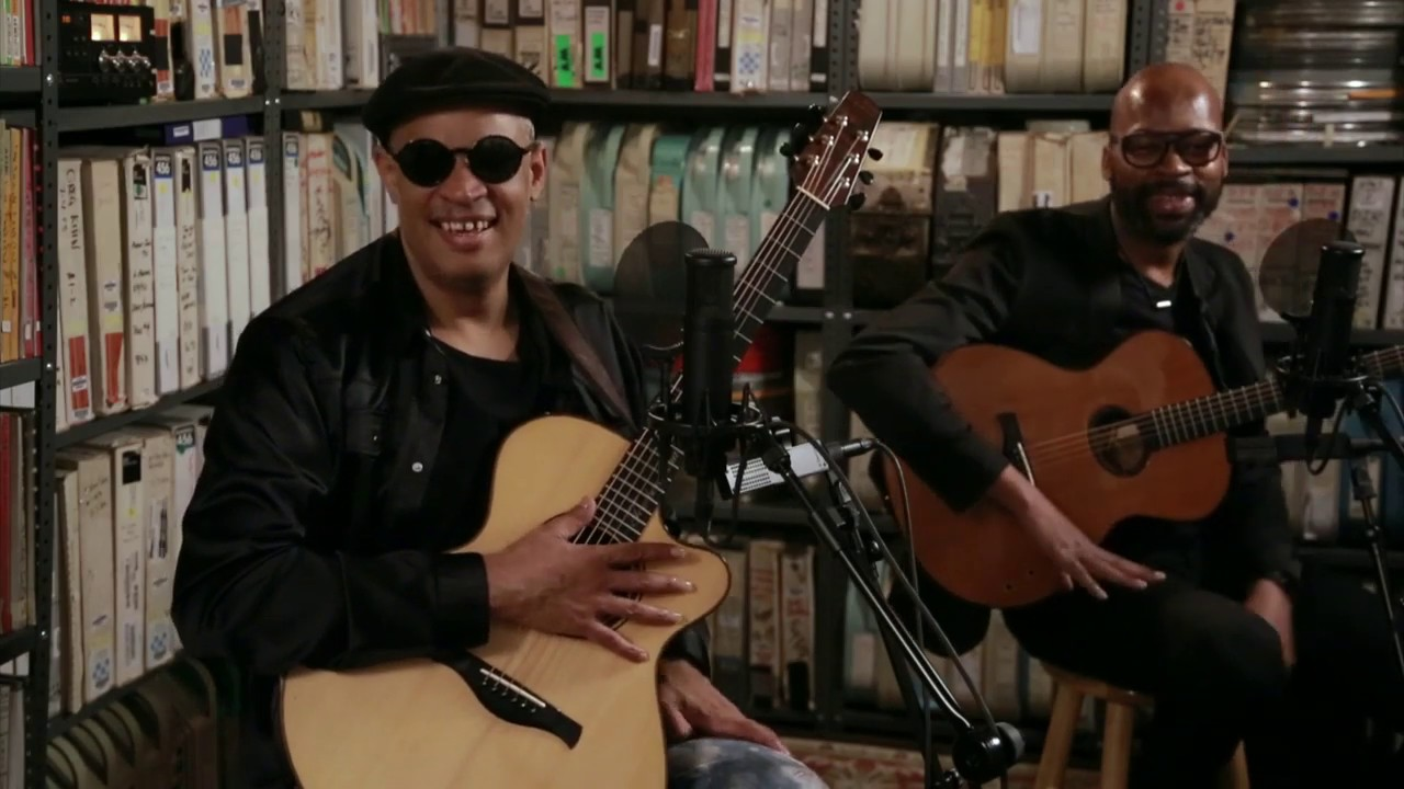 "Raul Midon and Lionel Loueke - 2019.06.28 「Paste Magazine」Paste Studio NYCにて""Nonvignon""など3曲を披露 アーカイブ映像を公開 thm Music info Clip"