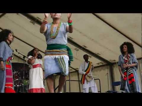 ethiopian dancers in clissold park london.uk.
