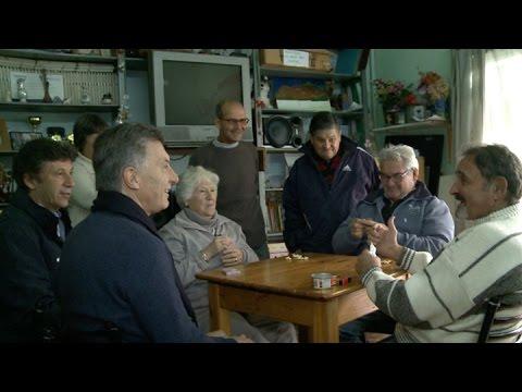 Macri visitó un centro de jubilados y defendió el proyecto previsional