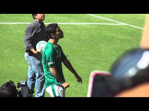 presentacion rafa marquez en el estadio leon