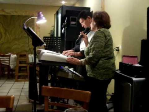 Diana Ines Moya cantando Restaurante Lemon Tree Houston tx  Alfonsina y el mar