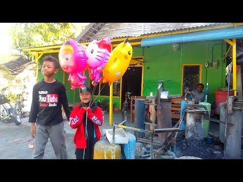 Deen Assalam Lirik BALONKU ADA 5 - Isi Gas Balon Terbang, Balon Upin, Doraemon, Masha  Hello Kitty