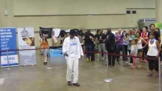 Suresh Joachim breaks Moon Walk world record at Metro Convention Centre Toronto