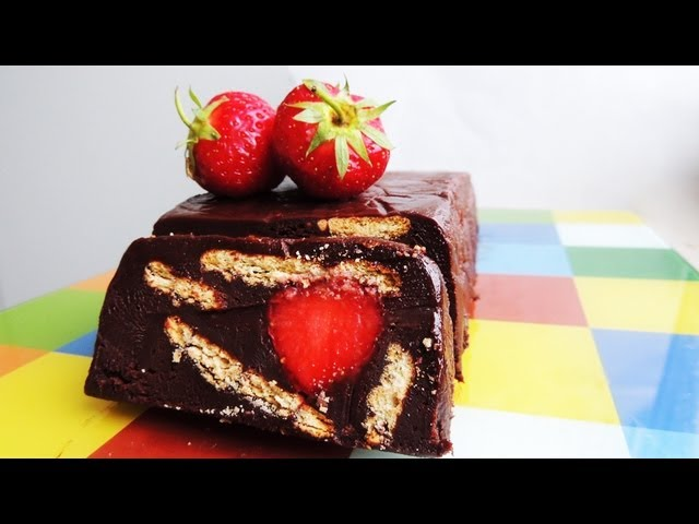 How to make Chocolate Biscuit Cake with Strawberries