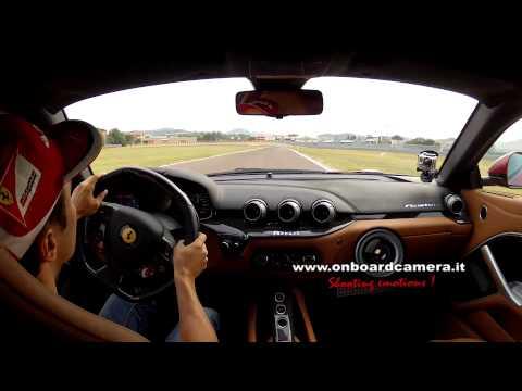Felipe Massa guida la Ferrari F12 BERLINETTA: Pista di Fiorano