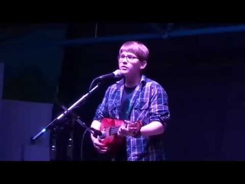 Mikey Dry (13 Years Old) Covers House Of Gold On Ukulele