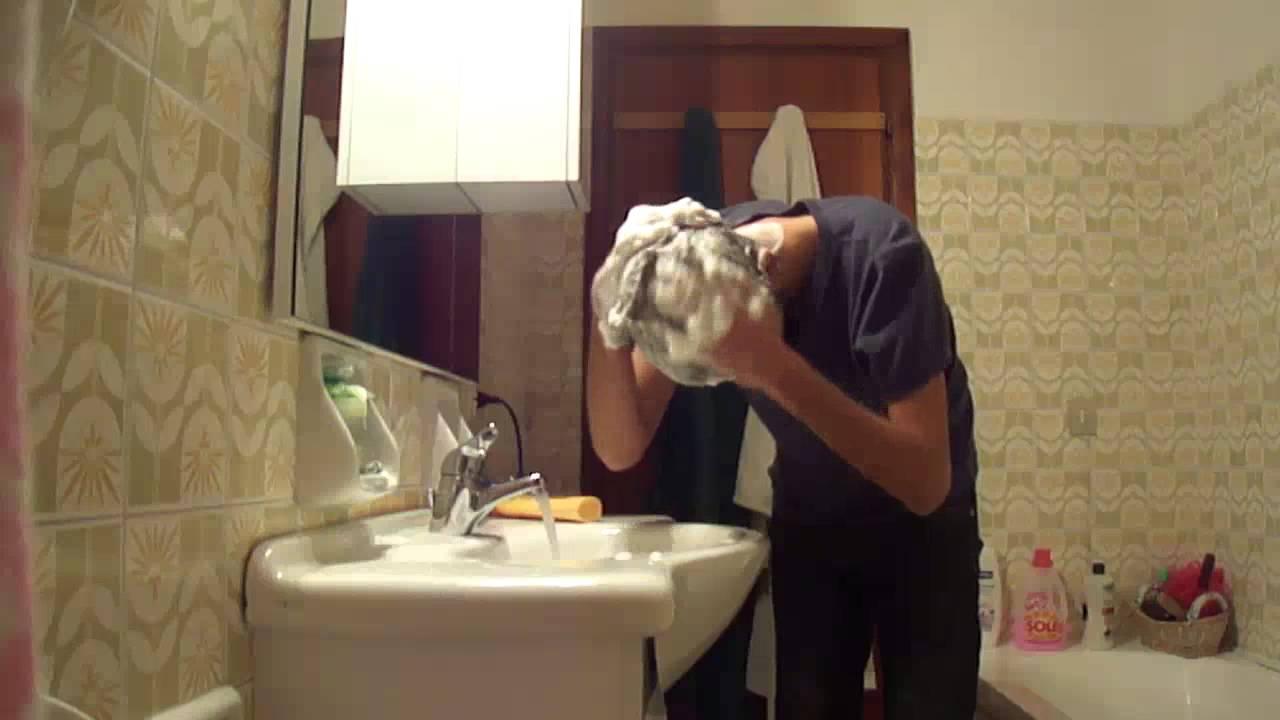 Maschera in un bagno per crescita di capelli