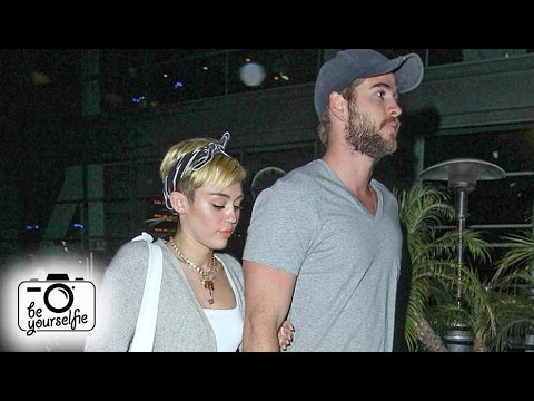 Miley Cyrus & Liam Hemsworth Spotted KISSING in Australia! Back Together? (Be Yourselfie)