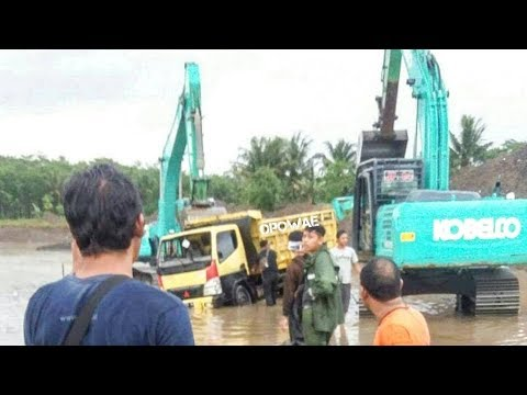 Detik Detik Truk Pasir Canter Terguling Tenggelam Di Sungai Progo
