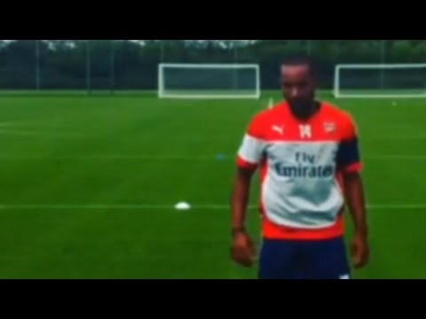 Arsenal - Alex Oxlade-Chamberlain Films Theo Walcott Recovery Sprints