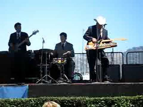 Junior Brown - Apache