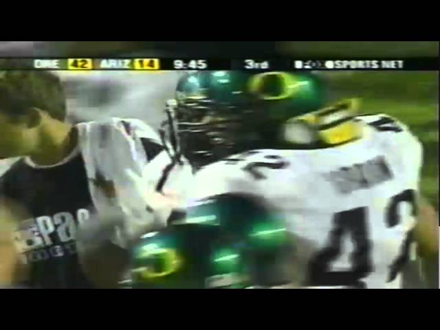 Oregon LB Wesly Mallard intercepts a pass vs. Arizona 10-06-2001