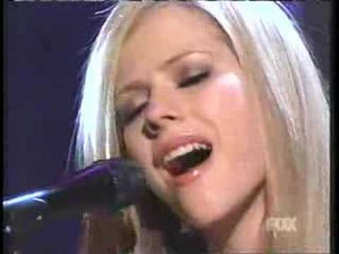 Avril Lavigne - Nobody's Home (live, Acoustic) video